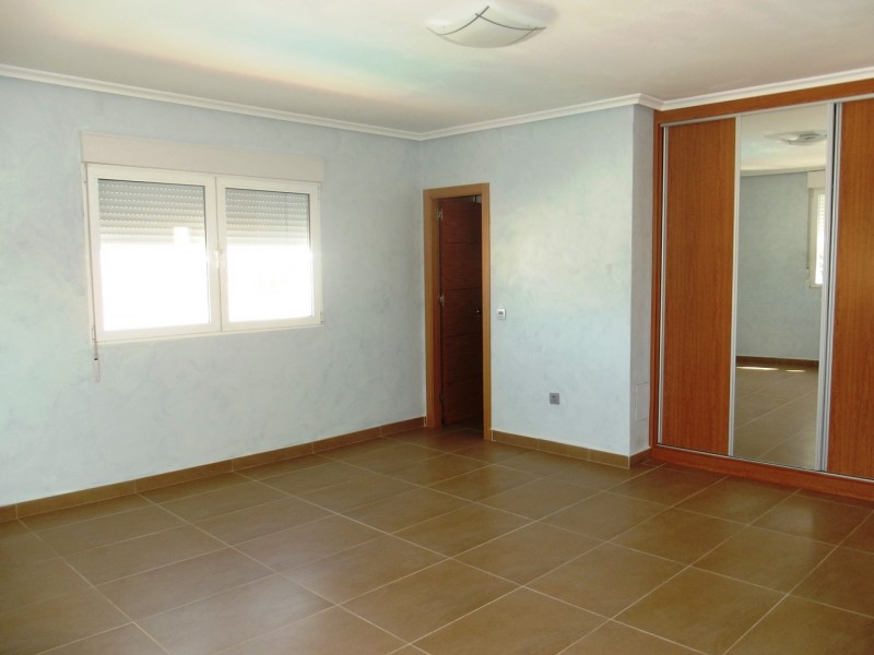 Property for sale cheap in Torreta Florida close to Torrevieja and La Siesta, bargain on Spains Costa Blanca