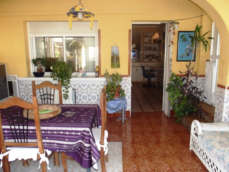 For sale close to Torrevieja and La Siesta cheap bargain property in Torreta Florida, Costa Blanca, Spain