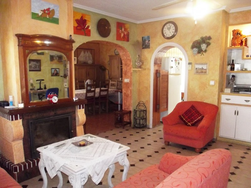 Close to Torrevieja and La Siesta in Torreta Florida, cheap, bargain property for sale on Spains Costa Blanca