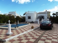 For sale in San Luis, close to Torrevieja and La Siesta on Spains Costa Blanca, cheap bargain property, Villa for sale.
